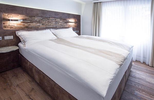 schlafzimmer-ferienwohnung-zermatt-andorra-4sleeps@1x